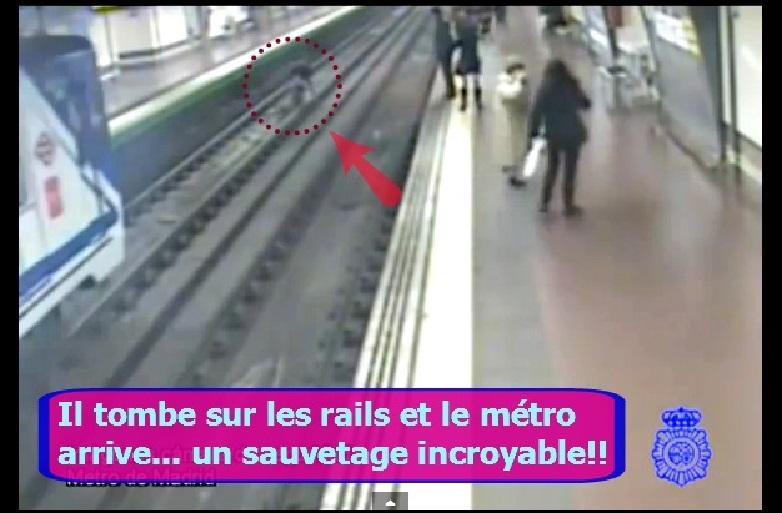 homme tombe metro