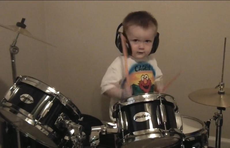 jeune batteur musique
