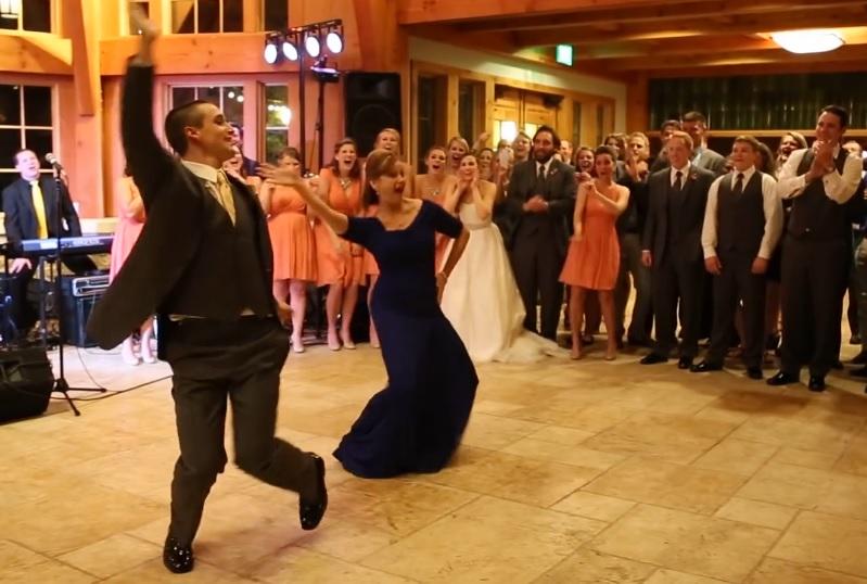 mariage danse maman fils