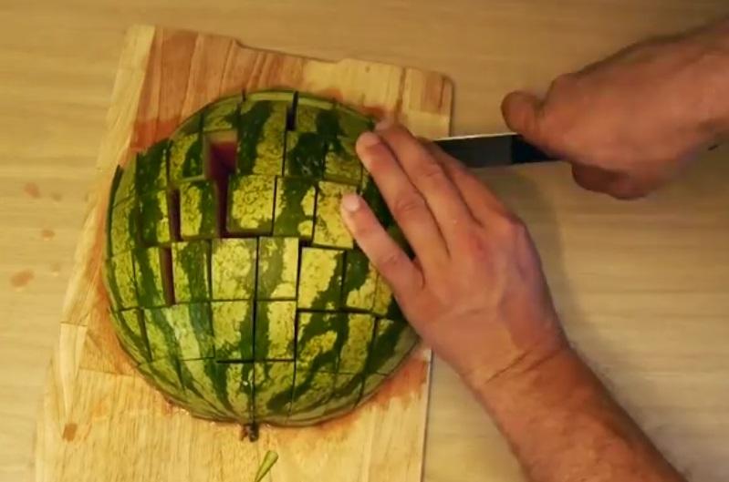 Voici la meilleure fa on de servir la past que alias le melon d 39 eau il fallait y penser - Couper une video en deux ...