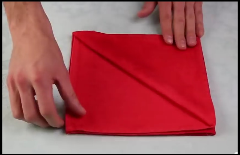 plier serviette table technique