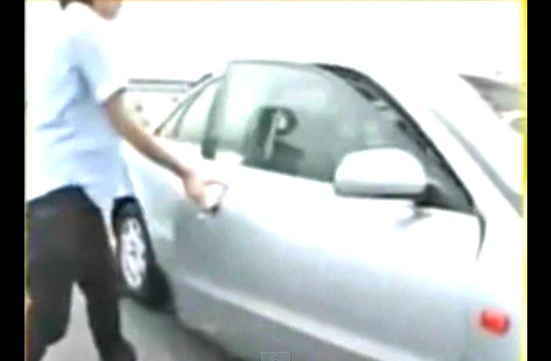 Il r ussit refroidir l int rieur de sa voiture en 8 for A l interieur d une voiture