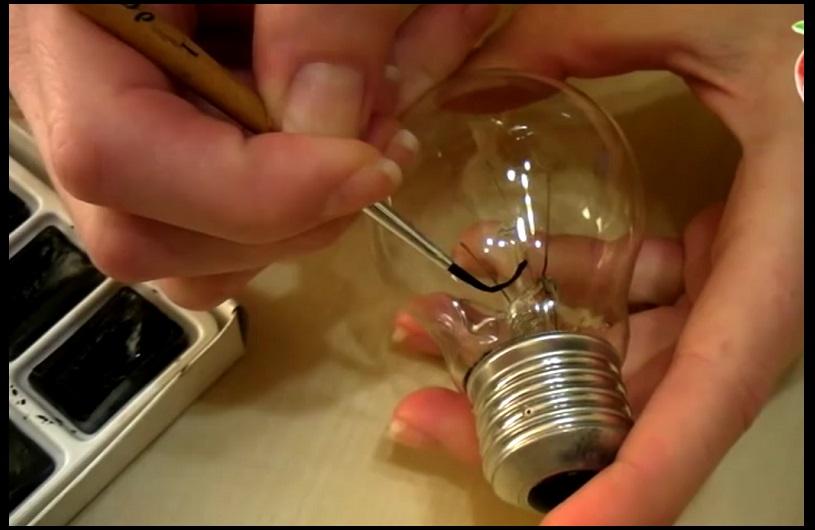 Sur Une Ampoule… Son Bricolage De Noël Vous Épatera !  Cool Buzz