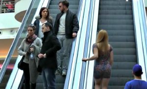 video drole escalier centre commerciale