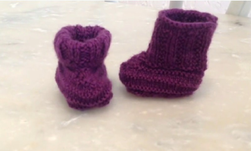 Voici Comment Tricoter Une Paire De Chaussons Pour Bébé Une