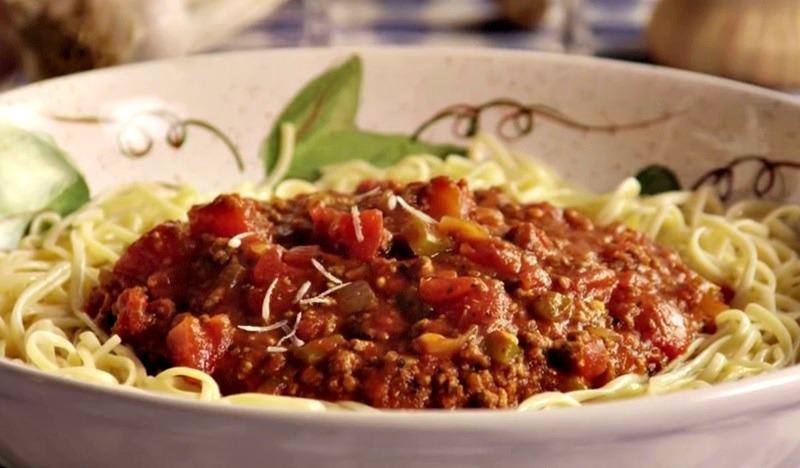 voici comment pr parer une sublime sauce spaghetti avec de la viande hach e facile. Black Bedroom Furniture Sets. Home Design Ideas