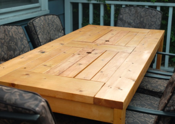 il installe des jardini res sous sa table mais pas. Black Bedroom Furniture Sets. Home Design Ideas