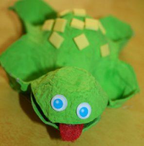 bricolage oeuf en carton grenouille enfant