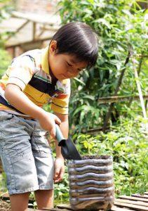 jardin enfant heureux