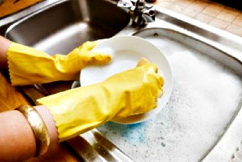 laver la vaisselle la main un impact positif sur votre. Black Bedroom Furniture Sets. Home Design Ideas