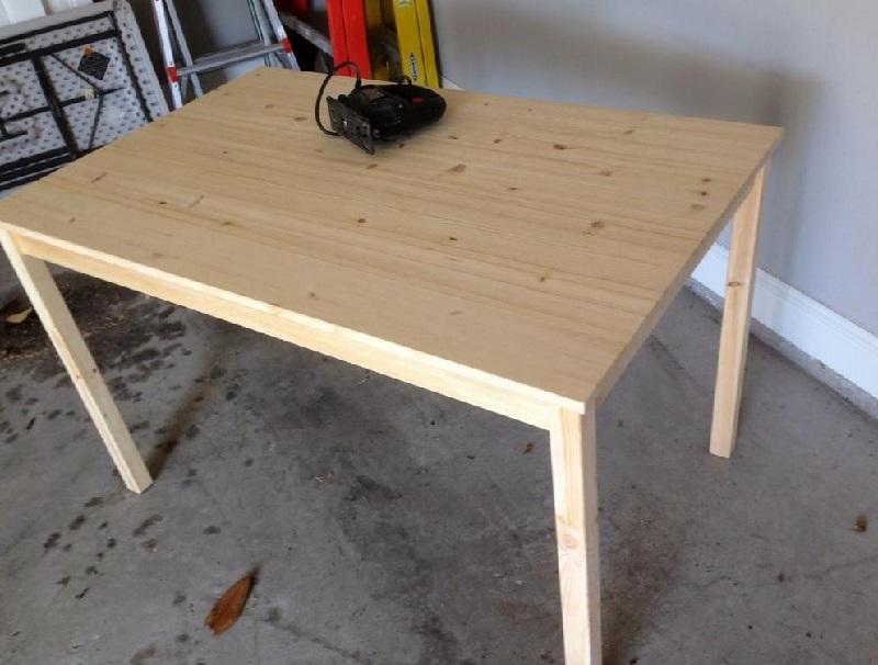 elle d coupe 2 rectangles dans une table ikea sa cr ation est g niale. Black Bedroom Furniture Sets. Home Design Ideas