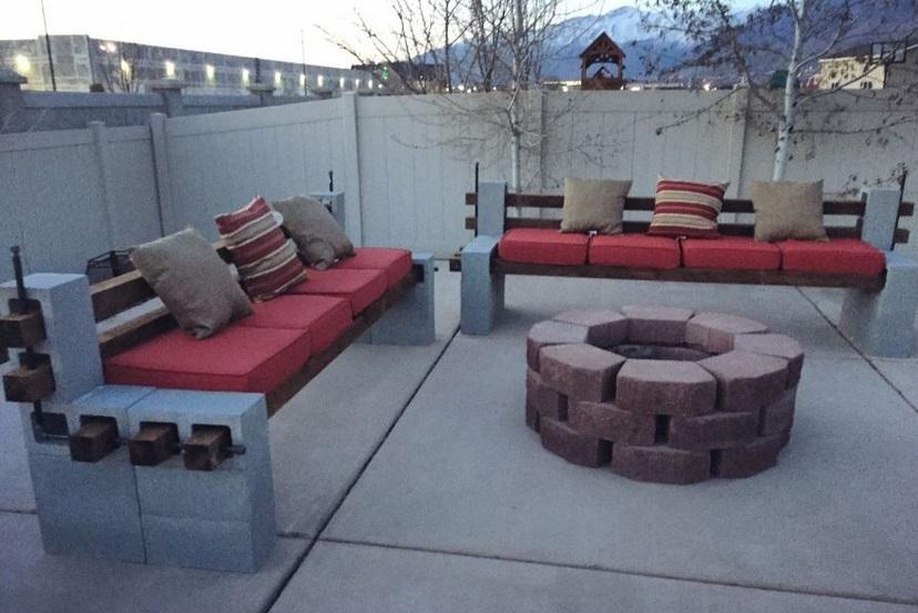 Elle ramasse des blocs de b ton et fabrique quelque chose de g nial pour toute sa famille - Banc de jardin en ciment ...