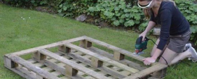 elle fabrique une superbe jardinire avec une seule palette impressionnant - Fabriquer Jardiniere Avec Palettes