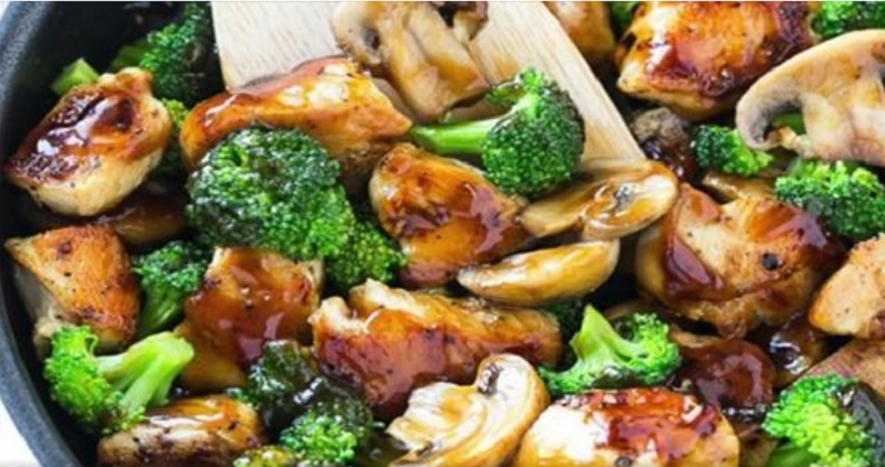 Voici une recette de blancs de poulet avec des brocolis et - Comment cuisiner des blancs de poulet ...