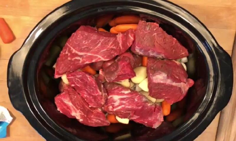 Voici comment cuisiner un r ti de boeuf la mijoteuse - Comment cuisiner des boulettes de boeuf ...
