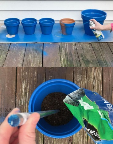 Elle peint en bleu 4 pots en terre cuite puis les sa - Astuce bricolage jardin ...