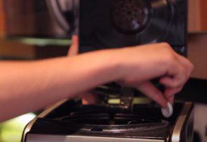 astuce nettoyer cafetiere maison