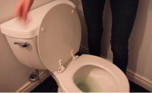 astuce nettoyer toilette maison