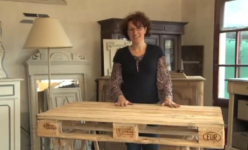 Ce qu elle fait avec cette simple palette de bois est impressionnant for Que peut on faire avec des palette en bois