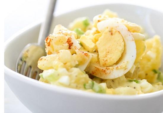 voici la meilleure recette de salade de pommes de terre facile et exquis. Black Bedroom Furniture Sets. Home Design Ideas