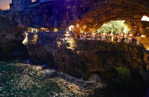 restaurant grotte italie nuit
