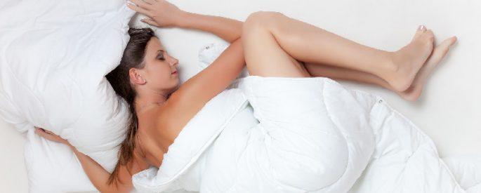 pourquoi dormir nu bienfaits astuce
