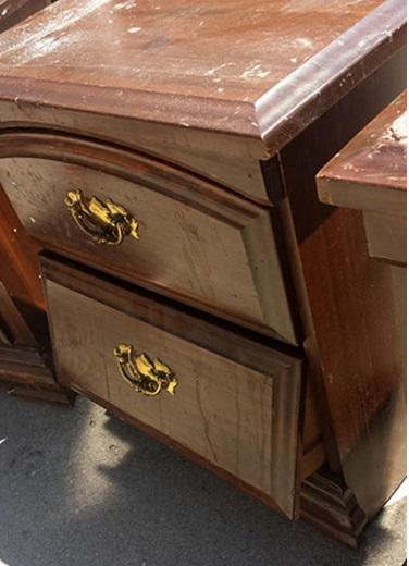 il m tamorphose compl tement ses 3 tables de nuit une astuce absolument g niale. Black Bedroom Furniture Sets. Home Design Ideas