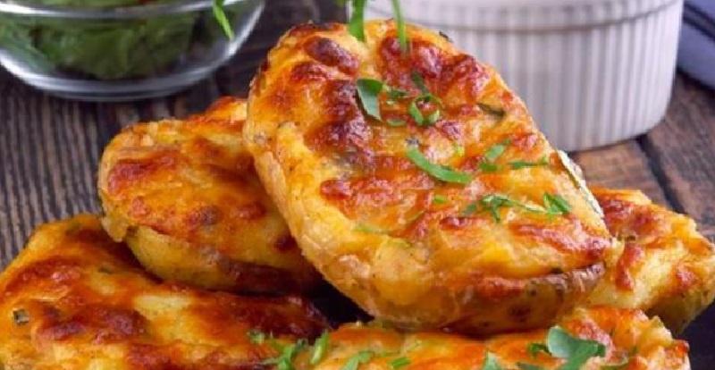 recette pommes de terre farcies la tomate et au fromage raclette recettes faciles. Black Bedroom Furniture Sets. Home Design Ideas