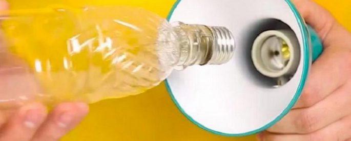 astuce bouteille plastique lampe lumiere