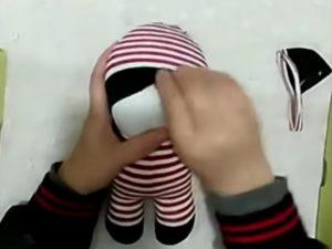 fabriquer poupee chaussette bricolage facile etape par etape