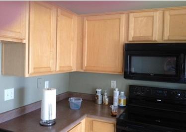 voici comment r nover des armoires de cuisine avec du papier peint pas cher et tr s joli. Black Bedroom Furniture Sets. Home Design Ideas