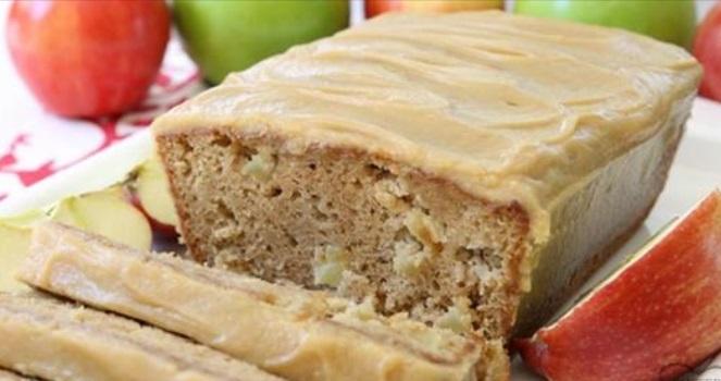 pain aux pommes avec gla age au caramel une recette facile et gourmande. Black Bedroom Furniture Sets. Home Design Ideas